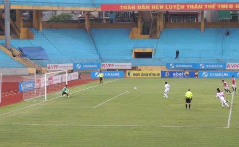 Van Quyet converts the penalty