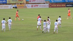 Ha Noi celebrate Samson's second goal and a great assist frm Thanh Luong