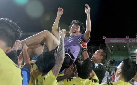 Coach Hung (picture: VPF - Hình Ảnh www.vnleague.com - www.vnleague.vn)