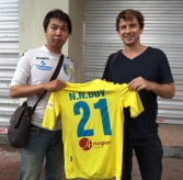 Nguyễn Hoàng Trường presenting me with his brothers' match shirt