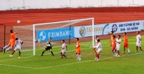 Da Nang's Merlo attacks a corner