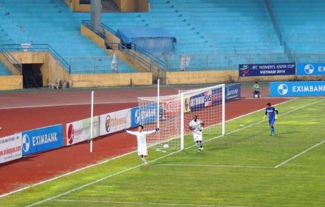 Nguyễn Văn Quyết celebrates scoring T&T 5th
