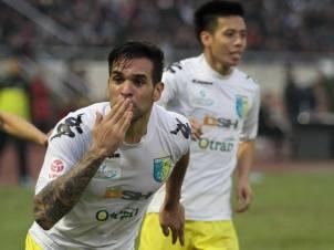 Gonzalo celebrates his equalizer
