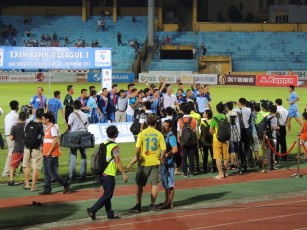 Me (number 13, Dung) interviewed as Thanh Hoa receive bronze medals