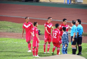 Đắk Lắk players protest a disallowed equaliser after a dubious decision from the linesman