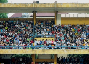 Fans packed in to the Hàng Đẫy stadium for the visit of HAGL