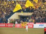 Hoàng Đình Tùng celebrates his stunning goal