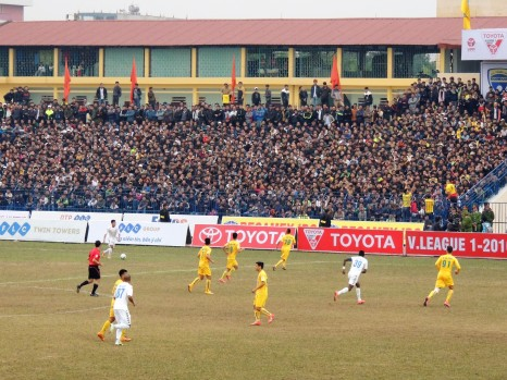 Over 12,000 fans filled the Thanh Hoa stadium, with many left outside