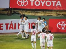 Vũ Văn Thanh celebrats his opening goal