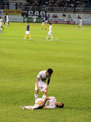 Hồng Duy, the goalscorer picked up a nasty injury late