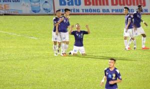 Nguyen Quang Hai celebrates his second goal
