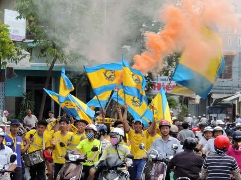 Hanoi T&T Contras arrive