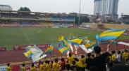 T&T fans celebrate Van Quyets penalty